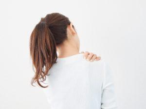 肩こりの女性